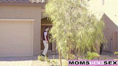 وقال انه يعطي والدته الحبيبة في بوسها وفأنزل فيه عن طريق الخطأ