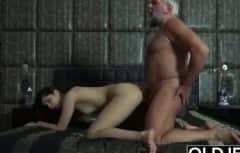 الرجل الناضج يمارس الجنس معها ريمكس
