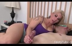 إنها الأكثر شغفًا عندما تمارس الجنس مع الديوك الكبيرة السميكة