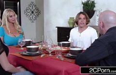 الجنس المرأة كبيرة وناضجة ما فوت بعد العشاء