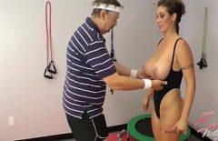 نساء عاريات في حديقة كبار السن الذين يمارسون الجنس المدقع