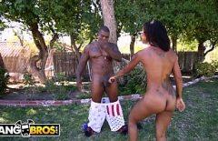 امرأة سوداء تمارس الجنس مع شريكها الموهوب