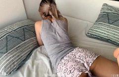 كس من فاسلوي تحب أن تمارس الجنس عندما تجلس على بطنها