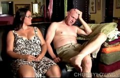 موزي الذي يمارس الجنس مع فاتنة أصغر منه