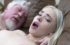 ممارسة الجنس مع الرجل العجوز يمارس الجنس مع حفيدتهم