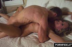 اغراء امرأة عجوز لممارسة الجنس مع جارتها المنحرفة