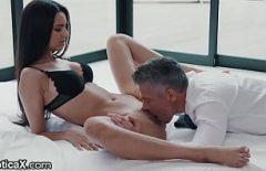 العطاء الجنس لعق كس في بوسها