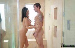 صور Xxl مع Nemoaica الذي يمارس الجنس في كابينة الاستحمام مع الحبيب