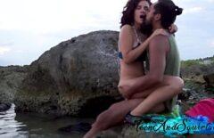 الجنس الجميل في البرية مع زوجين رومانسيين