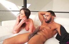 ممارسة الجنس مع ديك أسود يمارس الجنس مع امرأة سمراء منحرفة