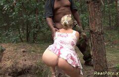 الجنس في الغابة في ألمانيا مع شقراء جميلة جدا